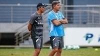 Renato Gaúcho acompanha treinamento