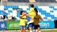 Jogadoras do Brasil comemoram gol contra a Espanha fora de casa