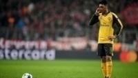 Ozil durante a derrota do Arsenal na Alemanha