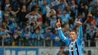 Barrios comemora gol do Grêmio contra o Cruzeiro, em Porto Alegre