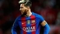 Lionel Messi com a camisa do Barcelona da Nike e as listras da discórdia