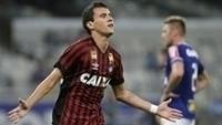 Pablo abriu o placar para o Atlético-PR diante do Cruzeiro