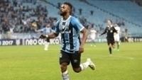 Fernandinho marcou um dos gols do Grêmio contra o Coritiba