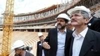 Agnelo Queiroz mostra obras do Mané Garrincha ao então ministro do Esporte Aldo Rebelo
