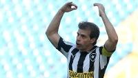 Tulio Maravilha gesticula durante a partida do Botafogo sub-23 contra o Boavista