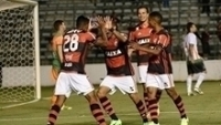 Flamengo venceu o América-MG no estádio Bezerrão, em Gama