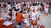 Jogadores dos Browns protestaram durante o hino nacional