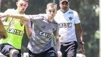Adilson durante treino do Atlético-MG
