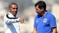 Cristóvão Borges conversa com Carille, então auxiliar, durante treino no Corinthians
