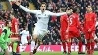 Llorente, do Swansea, comemora um de seus gols contra o Liverpool na Premier League