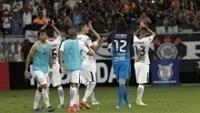 Jogadores do Corinthians comemoram a vitória em Salvador