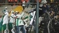 Torcedores de Palmeiras e Peñarol brigam dentro do Estádio Campeón del Siglo