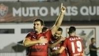 André Lima comemora ao marcar o seu gol