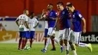 Jogadores do Paraná Clube comemoram gol na vitória sobre o Bahia
