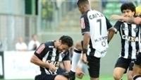 Fred lustra chuteira de Robinho após abrir o placar para o Atlético-MG
