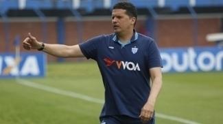 Claudinei Oliveira quer Avaí focado por vantagem na decisão