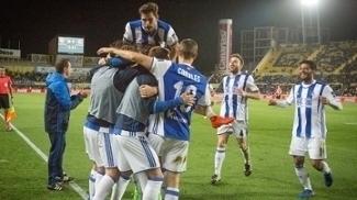 Jogadores comemorando gol da vitória sobre o Las Palmas