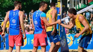 Ivan Perisic aventurou-se no vôlei de praia