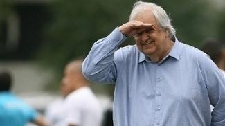 Ao investir pesado em contratações, Modesto assume risco de quebrar o Santos