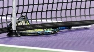 Raquete tênis quebrada rede