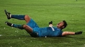 Giuliano celebra um de seus oito gols na Europa League