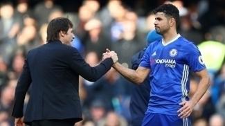 Antonio Conte e Diego Costa durante jogo do Chelsea