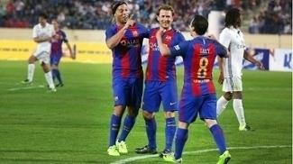 Ronaldinho foi o gradne astro do jogo de lendas do Barcelona x United