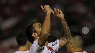 Ignacio Scocco comemora gol do River Plate contra o Guaraní pela Libertadores