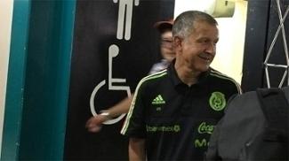 Juan Carlos Osorio, ex-São Paulo, raspou o cabelo após vitória do México