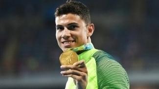 Thiago Braz Comemora Medalha Ouro Salto Com Vara Rio 2016 16/08/2016