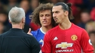 David Luiz entrou na seleção da Premier League; Ibra, não
