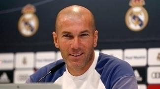Zidane durante coletiva de imprensa do Real Madrid