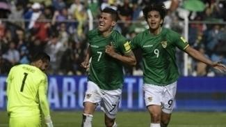 Arce comemora gol boliviano ao lado de Marcelo Moreno