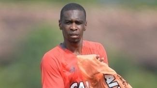Juan durante treino do Flamengo