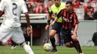 Lucas Fernandes é atacante do Atlético-PR no Campeonato Brasileiro