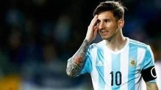 Messi em confronto com a seleção paraguaia pela Argentina