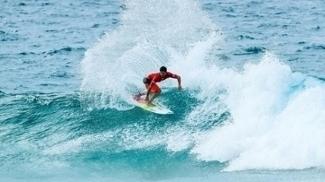 Ítalo Ferreira durante a primeira etapa do Mundial de surfe