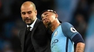 Guardiola e o carinho: após lesão, Jesus tem volta 'explosiva' no empate entre City e United