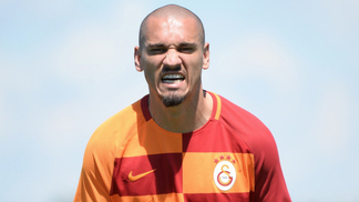 Maicon vestiu a camisa do Galatasaray