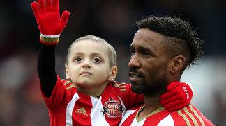 Durante partida entre Everton e Sunderland pela Premier League, o garoto entrou em campo com seu ídolo