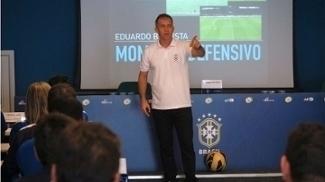 Treinador lecionou para alunos do curso de treinadores