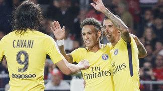 Cavani, Neymar e Di María comemoram gol do Paris Saint-Germain sobre o Guingamp