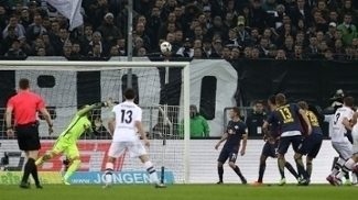 Lance do gol de  Vestergaard para o M'Gladbach contra o Leipzig