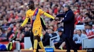 Coutinho faz golaço, mas Benteke aplica 'lei do ex', e Crystal Palace bate Liverpool
