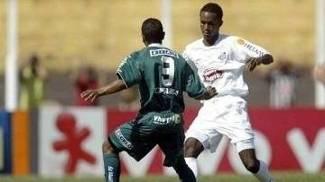 Leonardo foi campeão brasileiro em 2004 pelo Santos