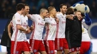 Jogadores do Hamburgo comemoram vitória sobre o Monchengladbach