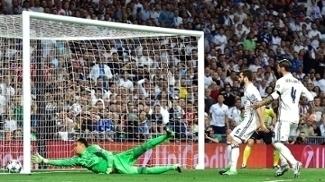 O momento do gol contra de Sérgio Ramos