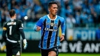 Lucas Barrios comemora gol do Grêmio contra o Vasco na Arena pelo Brasileiro