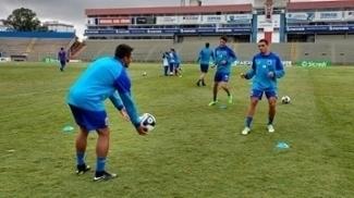 Jogadores do Paraná Clube durante treino da equipe
