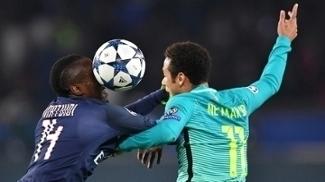 Neymar e Matuid em disputa de bola no jogo da Champions League